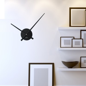 Črna stenska ura